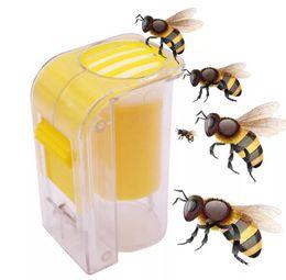 Arı Kraliçe Catcher Plastik İşaretleme Bir Handed Marker Şişe Piston Peluş Arıcı Aracı Bahçe Arıcı Ana Arı Catcher