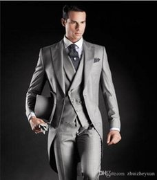 $enCountryForm.capitalKeyWord Australia - 2018 High Quality Light Grey Groom Tuxedos Tailcoat Peak Lapel Cheap Wedding Groomsmen Suits Men Prom Party Suits(Jacket+Pants+Vest)