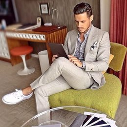 Men Suits Australia - Light Gray Man Suit For Beach Wedding 2 Pieces Groom Tuxedos Men Casual Prom Blazer Suits Groomsman Wear Terno Masculino C19041601