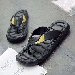 Discount shower massage rubber - Hot Sale Men Casual Slippers Fashion Beach Casual Shoes For Mens Soft Man Slippers Flip Flops Massage Men Brand Shower