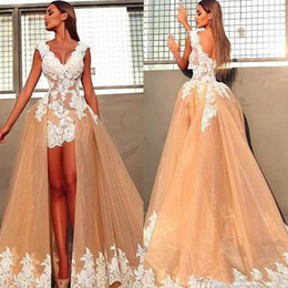 Apple chocolAtes online shopping - V Neck Two Pieces Prom Dresses A Line Champagne Tulle Lace Appliques Designer Evening Dress Party Gowns Custom Plus Size