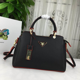 Fashion hand carry bags online shopping - new Classic fashion designer bag are compact Deluxe bag easy to carry hand bags with good leather quality number