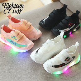 Discount led cloths New Children's Sports Shoes Boys Girls Laces Light Mesh Casual Sneakers Kids Stretch Cloth Breathable LED Flash Lig