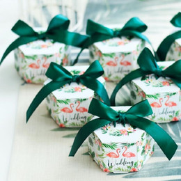 $enCountryForm.capitalKeyWord Australia - Green New Flamingo Hexagon Style Wedding Favors and Gift Box Package Birthday Party Favor Bags Paper Candy Box Supplies