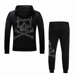 Chinese  2019 Brand Fashion Designer Laestest Collective Black Skull Letter Print Crossbones Pattern Jersey Tracksuit Hoodies with cap Free Shippin manufacturers