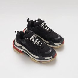 China Cheap Fashion Paris 17FW Triple S Sneakers Triple-S Casual Dad Mens Designer Shoes for Women Designer sneakers Sports Trainers Chaussures cheap woman s cycling suppliers