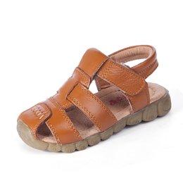 Опт Летние детские сандалии из натуральной кожи Мальчики сандалии мода волшебная наклейка сандалии для мальчиков