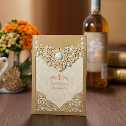 Discount gold crown decorations - 50pcs Gold Laser Cut Wedding Invitations Card Crown Flora Greeting Cards Customize with Envelopes Wedding Event Party De