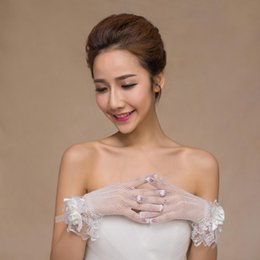 $enCountryForm.capitalKeyWord Australia - 2019 High Quality White Short Flower Wedding Gloves Bridal Gloves Wedding Accessories