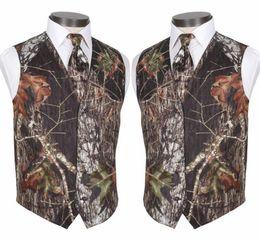 Toptan satış 2020 Custom Made Modest Kamuflaj Damat Yelek Rustik Düğün Yelek Ağacı Gövde Yapraklar Bahar Kamuflaj Slim Fit Erkek Yelek 2 Adet Set (Vest + Tie)