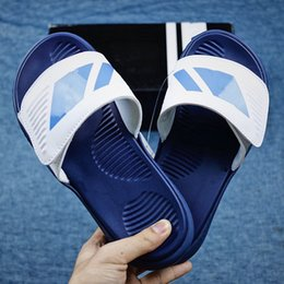 Hot Bar Australia - 2019 Hot Sale Three - bar Bathhouses With Beach With Thick Sole Slippers High quality Men Outdoor Slipper Flip Flops Size 40-45