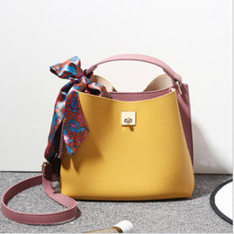 $enCountryForm.capitalKeyWord UK - Design Handbag Ladies Brand Crossbody Bag High Quality Classic Lock Buckle Satin Scarf One Shoulder Bags Fashion Leather Hand Bags