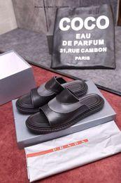 $enCountryForm.capitalKeyWord Australia - Designer Rubber slide sandal Floral men Gear bottoms Flip Flops striped Beach causal slipper Box