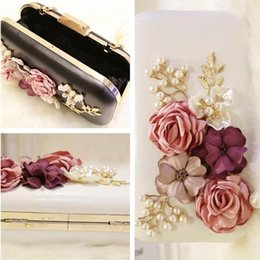 white hand bag flower Australia - sales fashion brand pearl flower woman Yanbao wedding dress three-dimensional flower hand bag Lovely Ladies Diamond Flower Chain hand bag