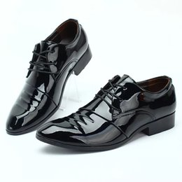 Low Heeled Shoes Pointy Australia - Men's leather shoes business dress wedding shoes package mail workers summer low help bright color increase pointy British tide male hollow