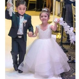 $enCountryForm.capitalKeyWord Australia - White Lace Ball Gown Flower Girls Dresses V-neck Lace Appliques Organza Prom Gown Bow Tie Toddler Communion Dress