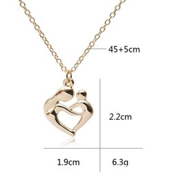 best christmas gifts for babies NZ - Heart Pendant Necklace Mother's Love for Baby Mother Embrace Baby Zinc Alloy Jewelry Necklace Mother Gives Mother The Best Gift