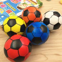 Vente en gros Football PU Jouet Bébé Jouet De Football 7.5 CM Ballon De Football Bébé Poignée Capacité Formation jouet En Gros