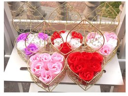 $enCountryForm.capitalKeyWord Australia - New Handmade Scented Rose Soap Flower Romantic Bath Body Soap Rose with Gilded Basket For Valentine Wedding Christmas Gift 6PCS Box