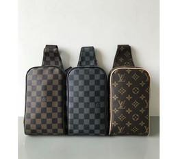 Горячий стиль мужчины 25 * 22*8 см мода Марка кожа сумка Роскошные имя сумка высокого качества сумки на ремне креста тела для мужчин N41028