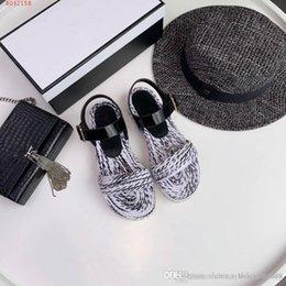 Новый стиль на рынке, ботинки моды женщин, красочные сплетенные сандалии, удобный ежедневный стиль, размер 35-40