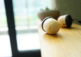 Wholesale Nut Speaker Wooden bluetooth mini with Built in Microphone Strap Wood Loudspeaker for iPhone Android Retail Box