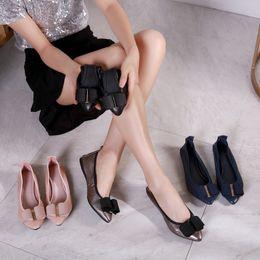Venta al por mayor de Marca de fábrica de las mujeres bombas de punta estrecha zapatos de mujer de moda remaches de cuero genuino de la correa del tobillo sandalias zapatos 9wl18090205