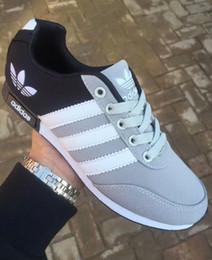 Venta al por mayor de Tamaño 36-44 zapatos corrientes de la marca para los hombres de las mujeres de corte bajo con cordones zapatos deportivos ocasionales zapatillas de deporte unisex al aire libre zapatos para caminar aa7