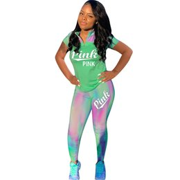 96d77ce3632 Las mujeres aman la letra rosa Camo chándal de manga corta T-shirt Tops  pantalones 2 unids conjunto primavera verano gradiente color traje  deportivo Ropa ...
