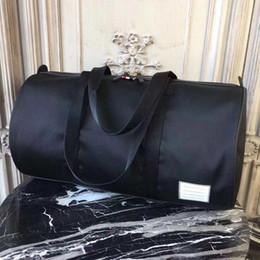 Vente en gros Sacs fourre-tout grande capacité printemps / été 2018 pour hommes Les sacs de voyage de créateurs de mode américains sont essentiels pour un voyage d'affaires
