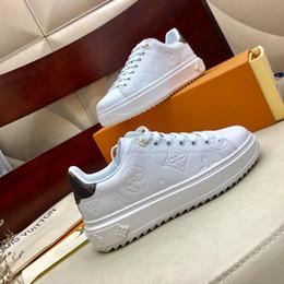 2020 новый vf2high-качество женская повседневная спортивная обувь кожаная обувь, модные дикие плоские туфли, коробка номер 35-41 на Распродаже