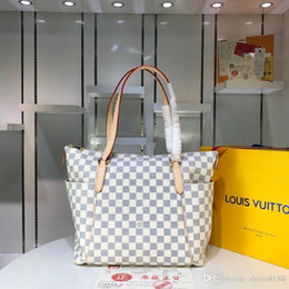 $enCountryForm.capitalKeyWord Australia - New Classic Fashion Designer Bag Are Compact Deluxe Bag Easy To Carry, Hand Bags With Good Leather Quality Number: 58 M56689