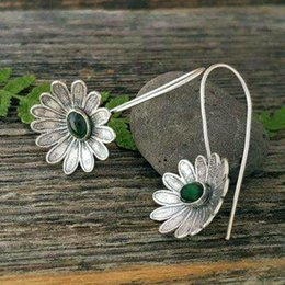 $enCountryForm.capitalKeyWord Australia - New Fashion Antique Silver Emerald Diamond Inlaid Lotus Dangle Hook Earrings Vintage Womens Wedding Earring Drop Ear Jewelry Gifts Wholesale