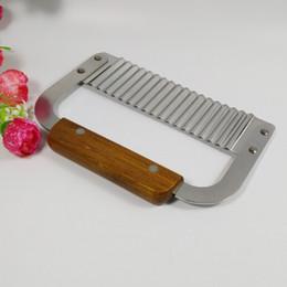 $enCountryForm.capitalKeyWord Australia - Hardwood Handle Crinkle Wax Vegetable Soap Cutter Wavy Slicer Stainless Steel Baking Bakeware Tools Kitchen Accessories wh0192