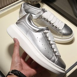 Toptan satış Sıcak Sezon Tasarımcı Ayakkabı Moda Lüks Kadın Ayakkabı erkek Deri Lace Up Platformu Boy Sole Sneakers Beyaz Siyah Rahat ayakkabılar