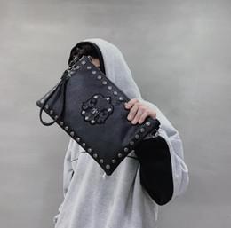 $enCountryForm.capitalKeyWord NZ - sales brand men handbag personality pattern men and women handbags street trend rivets hand bags fashion printed leather shoulder Messen