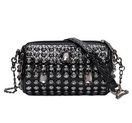 threaded barrel NZ - Punk Style Women Bag with Rivet Women Messenger Bags with Chain Shoulder Bag Barrel-Shaped Female Cross Body Purse