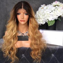 Ingrosso Resistente al calore parte centrale Ombre parrucca Glueless Blonde Body Wave parrucche anteriori del merletto con radici scure Resistenti al calore parrucche sintetiche per le donne nere