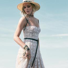 e67909924 Diseñador de la marca Estilo de pista Vestidos de encaje 2018 Correas de  jacquard de verano Malla bordada Ver a través de los vestidos de fiesta  Vestidos de ...