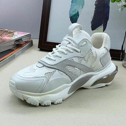small shoes for woman Australia - European Station New Rivet Thick Bottom Increased Couples Small White Shoes Black White Sports Casual Shoes For Men And Women