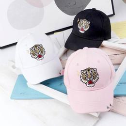 fc0961dc4 Sombrero de los niños de moda bordado de dibujos animados animales bebé  sombrero de verano famoso diseñador gorras para niña