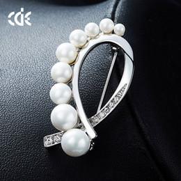 $enCountryForm.capitalKeyWord Australia - Wedding Party beaded pearl gift woman lady diamond jewelry Brooches for bride acting initiation graduation CDE-1440