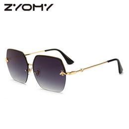 Mulheres Óculos De Sol Da Marca Designer Quadrado Óculos De Metal Abelha Mel AcessóriosGradient Cores Lentes de Condução Óculos de Proteção UV400 venda por atacado