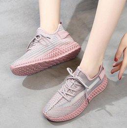 2019 nuevos zapatos de mujer de verano transpirables zapatos de coco deportes corriendo salvaje volando zapatos de malla tejida tendencia