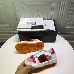 Wholesale Kids Designer Sneakers Girls Luxury Metal Button Printing Flat Shoes Boys Stripes Skateboard Shoes Non-slip Shoe Teens EUR 26-35 2020 Spring