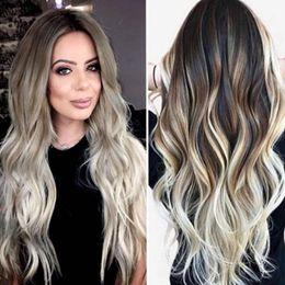 Großhandel Sexy Frauen Langes Haar Perücken Gradient Grau Party Perücken Langes Lockiges Haar Mischfarben Synthetische Natürliche Welle Perücke 2M81119