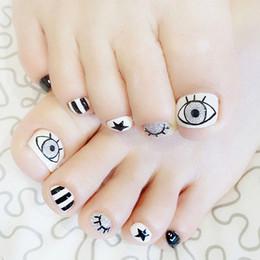 $enCountryForm.capitalKeyWord Australia - Shiny White Fake Toenails Glitter Silver Eye False Toe Nails Short Nail Tip With Design Manicure Tool 24 pcs T045