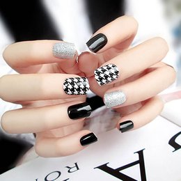 Full color Fake nails online shopping - DIY Short Size Design Nail Art Tips With Glue Sexy Houndstooth Pattern Silver Glitter Fake Nails Girls Simple Color False Nails