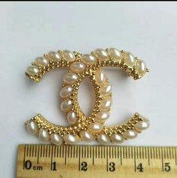Vente en gros 2020 Luxury Designer Lettre exquis double broche pour les femmes Déclaration Marque Mode Bijoux Broches Broches Accessoires cadeau 019