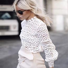 848fef3e17 Blusa de encaje Mujeres de manga larga Casual Blusa blanca 2019 Primavera  Verano Sexy Ahueca hacia fuera Elegante Tops Blusa fresca Blusas
